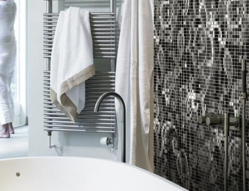 Badkamer wanddecoratie voorzien van mozaiek steentjes