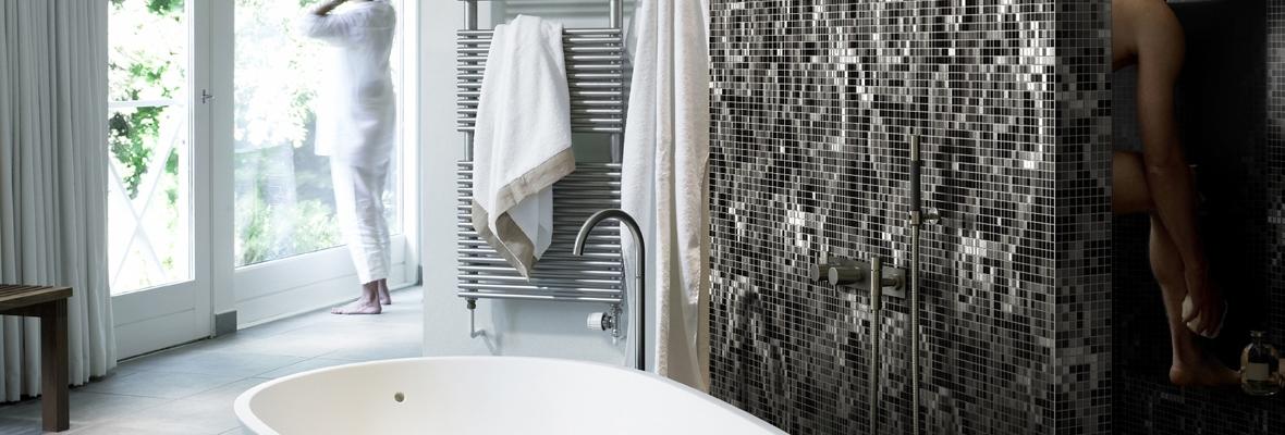 https://www.metroxl.nl/wp-content/uploads/2015/07/Mozawall%C2%AE-badkamer-wand-met-geprinte-mozaiek-tegels-1.jpg
