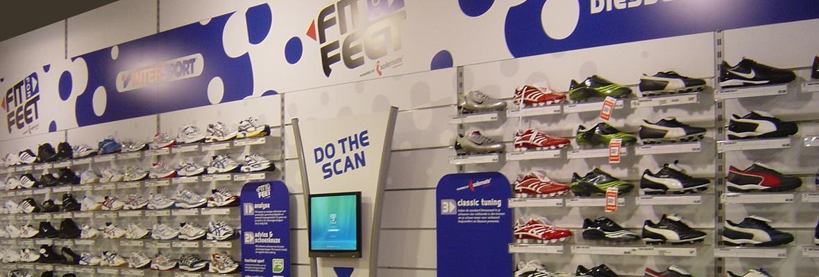 Sportschoenen wand winkel decoratie metroxl for Interieur decoratie winkels