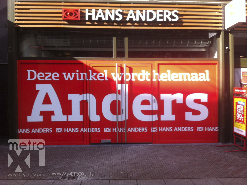 Raambelettering Hans Anders gevel sticker