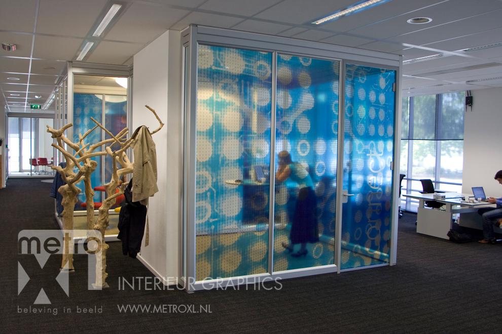 Transparant full-colour raamfolie blauw kantoor