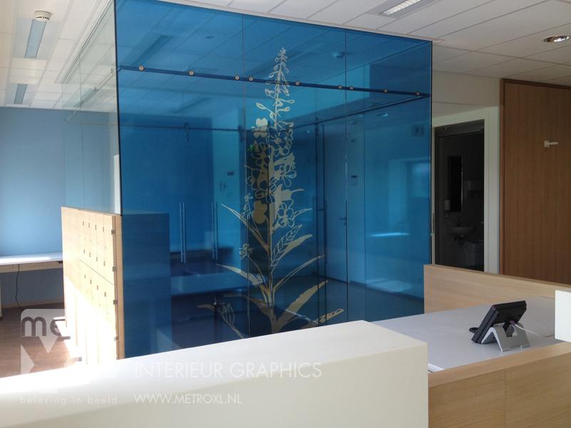 Transparant full-colour raamfolie bloem blauw